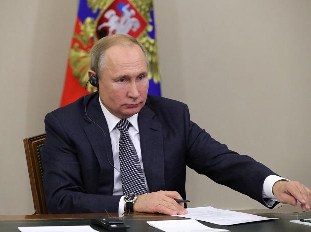 Russian President Vladimir Putin overseeing the launch of Russia-China gas pipeline. Photo: Reuters