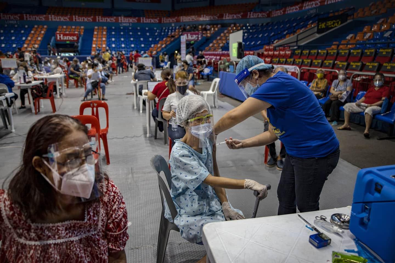 Обновления о коронавирусе в реальном времени: могут потребоваться ежегодные бустерные дозы вакцины, что может привести к увеличению поставок
