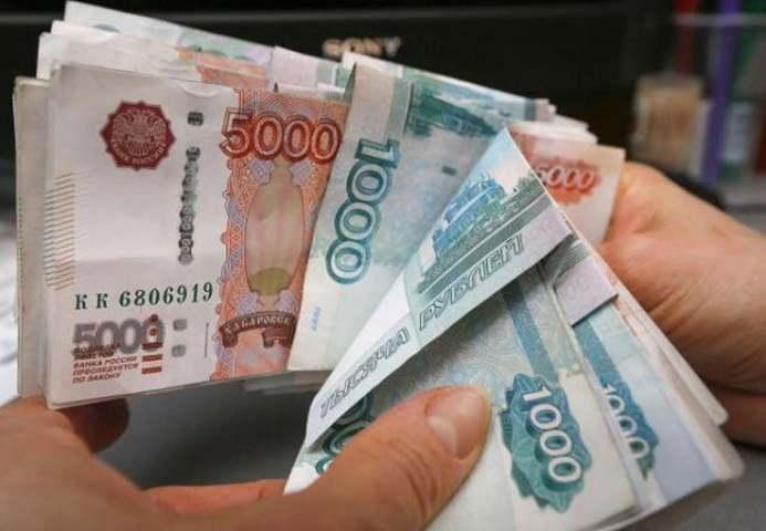 Российский рубль компенсирует потери сохраняющимся геополитическим риском - рынки