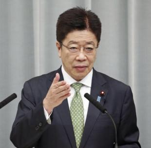 Главный секретарь кабинета министров Кацунобу Като заявил, что правительство подтвердило безопасность всех членов экипажа японского рыболовецкого судна, захваченного Россией в водах Хоккайдо.  |  Киодо
