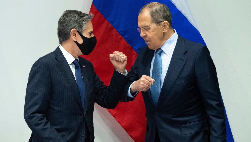 Американские и российские дипломаты жестко, но вежливо ссорятся в Исландии