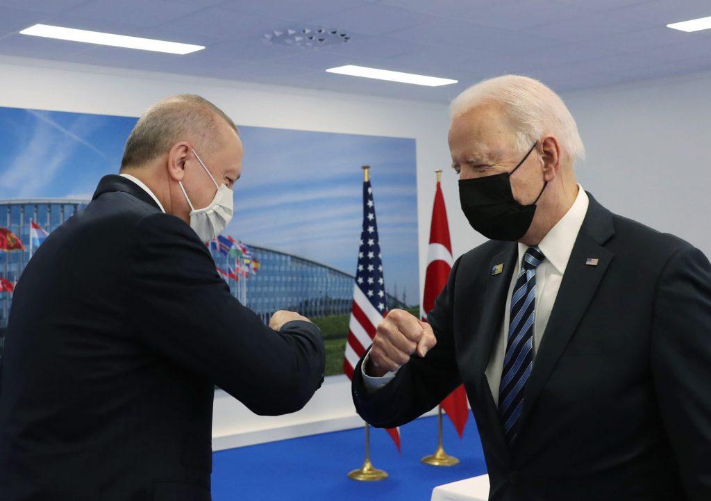 Байден и Эрдоган встретились на фоне продолжающихся санкций США в отношении Турции после сделки с Россией