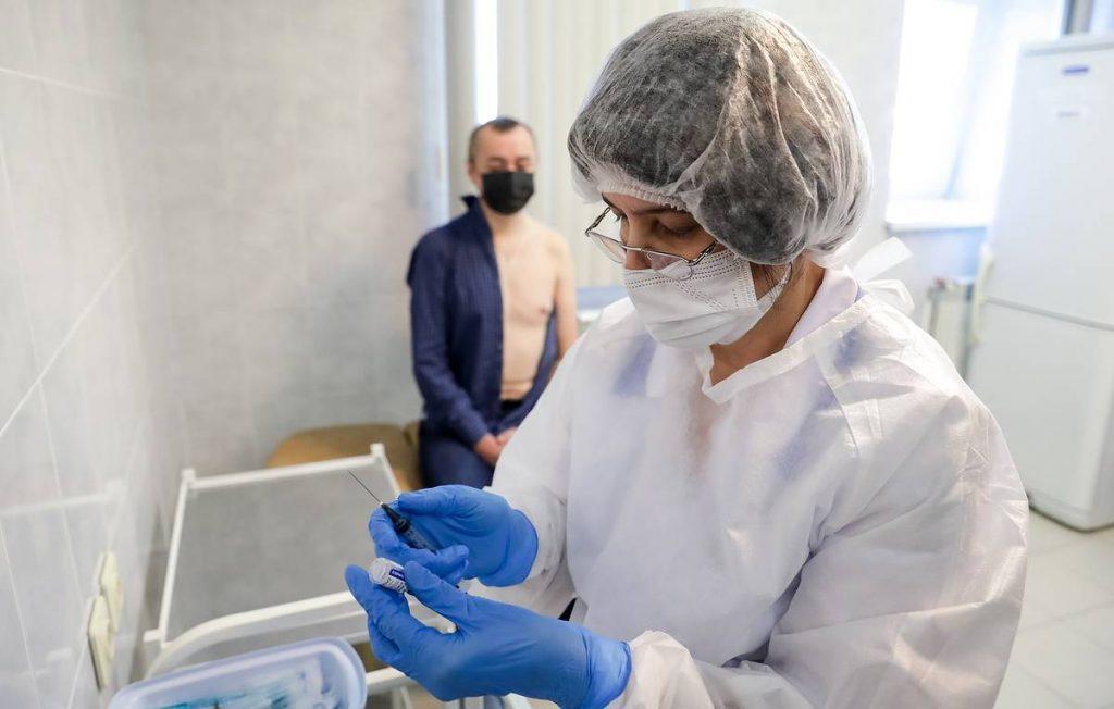 Туристические пакеты с вакцинами в Россию готовы, визовые проблемы все еще не решены, сообщает агентство