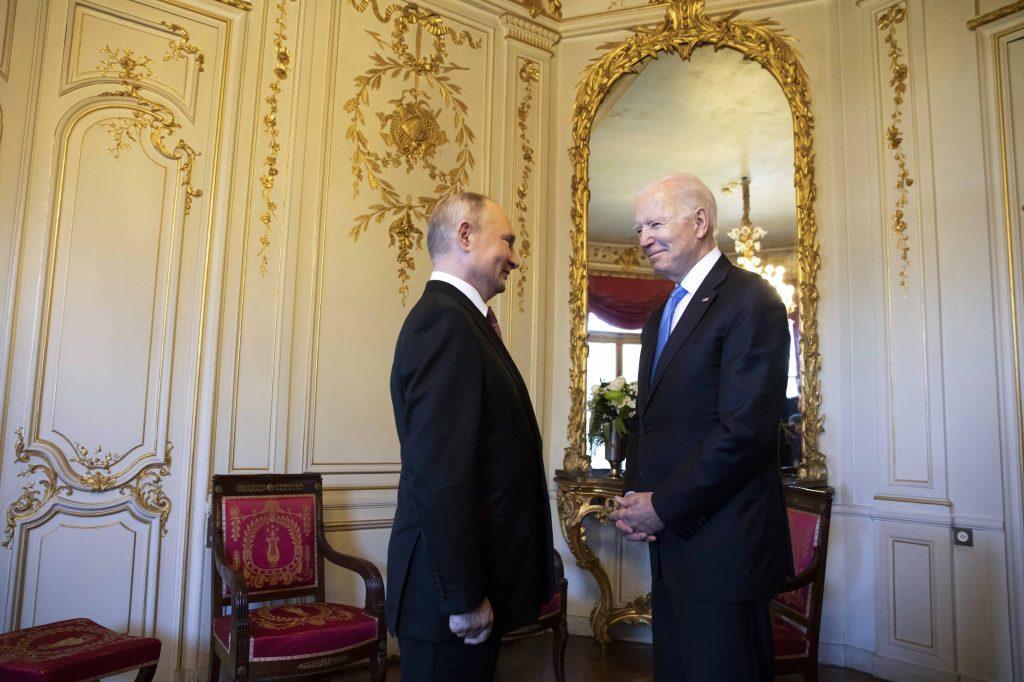 Байден хочет, чтобы Путин действовал.  Почему бы тебе не заняться его деньгами?