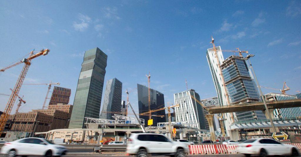 Международный валютный фонд ожидает, что в этом году рост в Саудовской Аравии достигнет 2,4%, при этом восстановление будет лидировать в ненефтяном секторе.