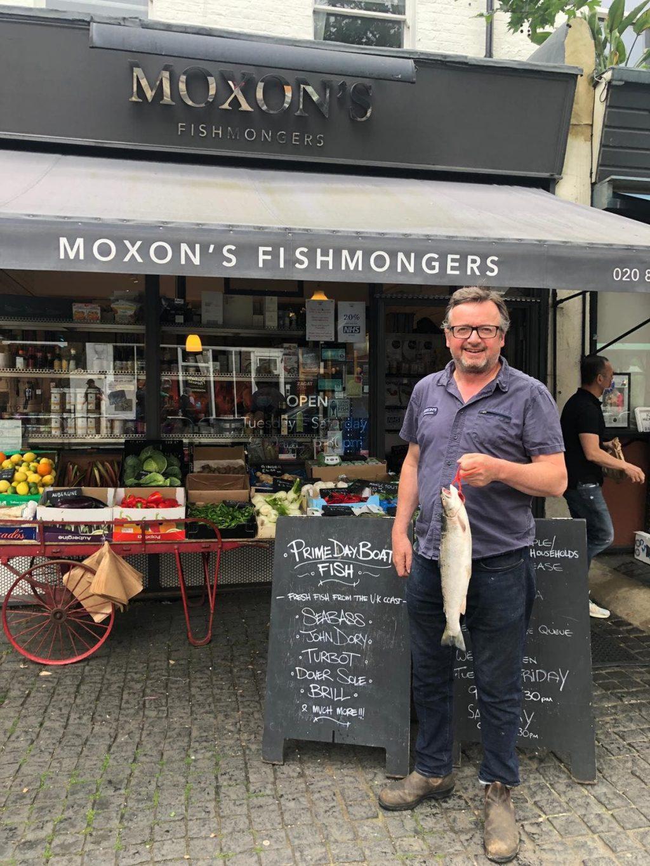 Amazon приносит извинения после того, как лондонский торговец рыбой просит отказаться от рекламы Prime Day