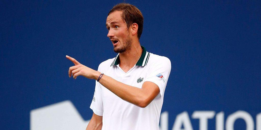 Российская звезда тенниса ударил своего соперника выстрелом, а затем перевернулся, когда его наказали за досрочные извинения.