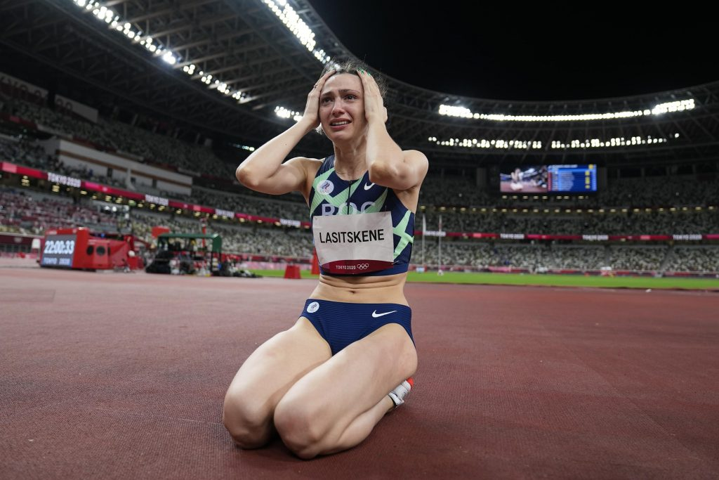 Россиянка Ласицкене, прыгун, выиграла свое первое золото ОКР на беговой дорожке