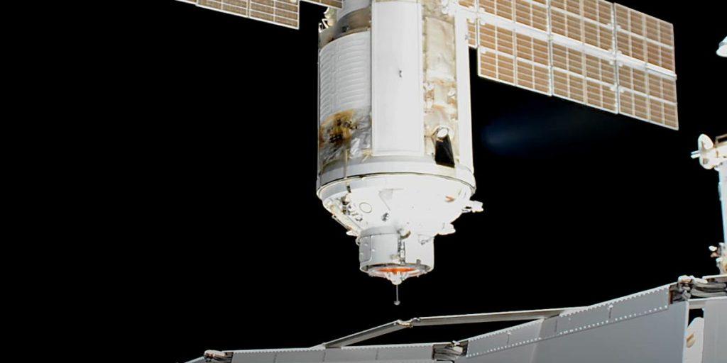 Космическую станцию перевернули после того, как российское подразделение запустило ракеты