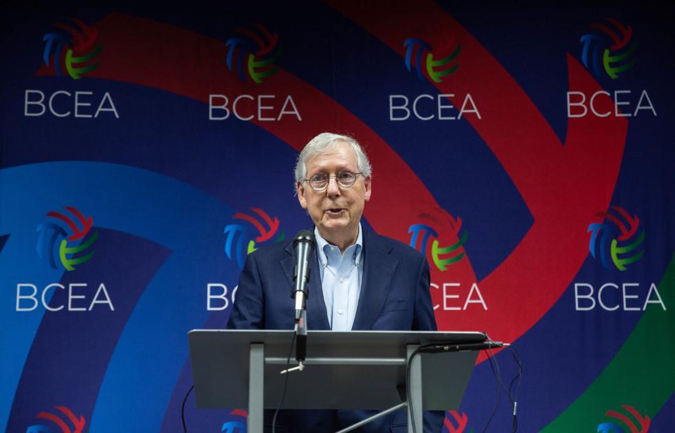 МакКоннелл: демократы играют в русскую рулетку с экономикой |  Новости