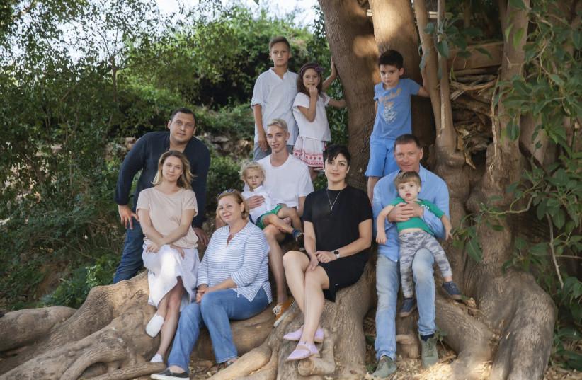 Поездка одной семьи из Сибири в Израиль и владение бизнесом